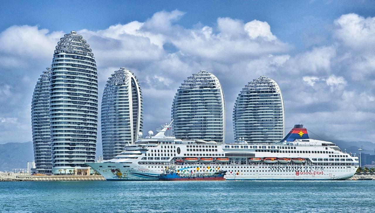 Bild: tpsdave - https://pixabay.com/de/schiff-hainan-china-skyline-105596/